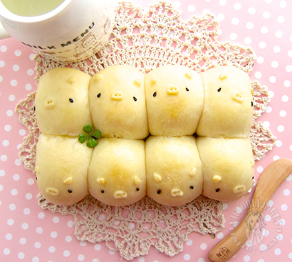 3D piggy milk shokupan (japanese style white sandwich bread) 立体 ...